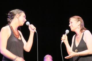 Alice Pfeiffer et Solange Bazely à la fin du stage de chant de Tarbes 2016 © Jeanne Caille