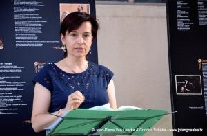 Inauguration de l'Expoésie - Solange Bazely lit un poème d'Horacio Ferrer © Jean-Pierre Van Loocke