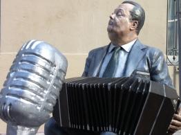CONFERENCE - Sculpture d'Anibal Troilo dans le quartier de l'Abasto © Jean-Luc Thomas