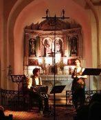 Marcelo Mercadante au bandonéon, Solange Bazely à la lecture autour du bandoneon - Août 2016, Eglise de Fuilla (66) - © Emmanuel Alemany