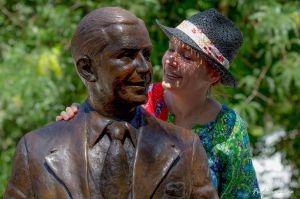 La statue de Carlos Gardel et Solange Bazely, le jour de son inauguration à Toulouse, le 30 juin 2018 © Fred Lemé